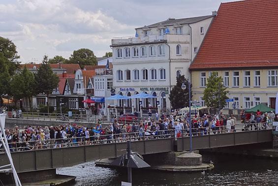 Warnemünder Drehbrücke <br />über den Alten Strom