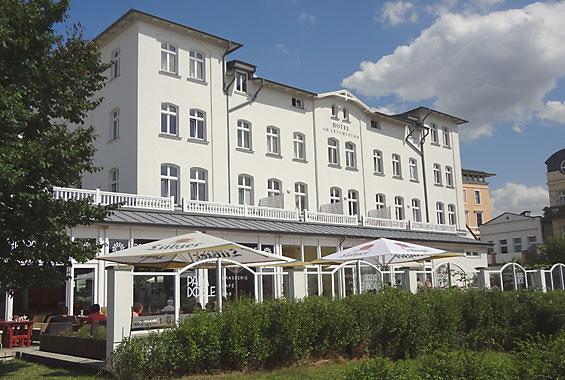 Hotel am leuchtturm hotel warnem nde ostseehotel ferienapartment hotel lastminute for Hotel am leuchtturm