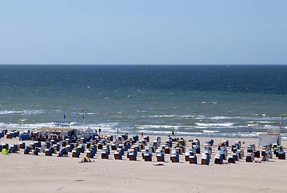 Blaue Flaggen am Strand in Warnemünde & Markgrafenheide 2013