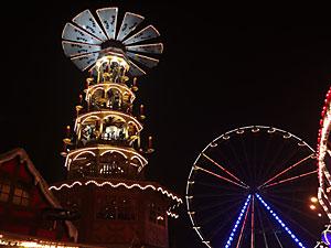 Die weltgrößte Pyramide auf dem Rostocker Weihnachtsmarkt