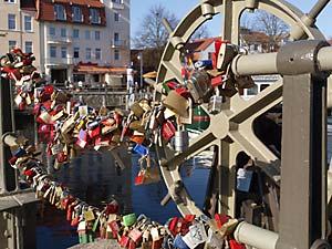 Liebesschlösser - Warnemünder Drehbrücke
