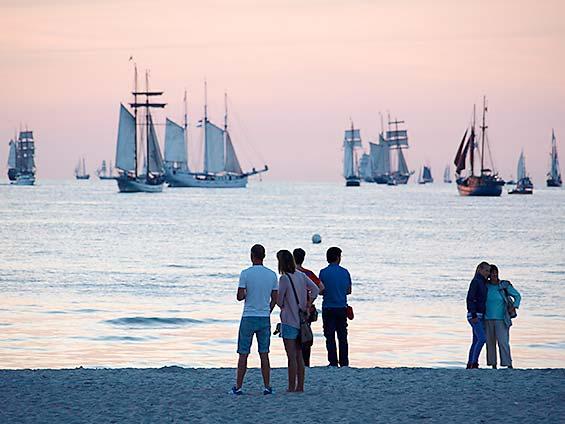Hanse Sail am Strand von Warnemünde