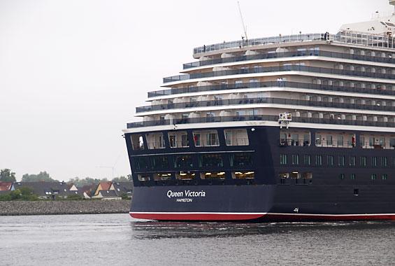 Luxus Kreuzfahrtschiff in Warnemünde