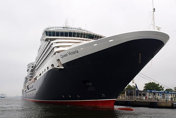Queen Victoria am Warnemünder Cruise Center